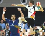 Holger Glandorf (r.) hat seit 2003 in 127 Laenderspielen 450 Tore erzielt